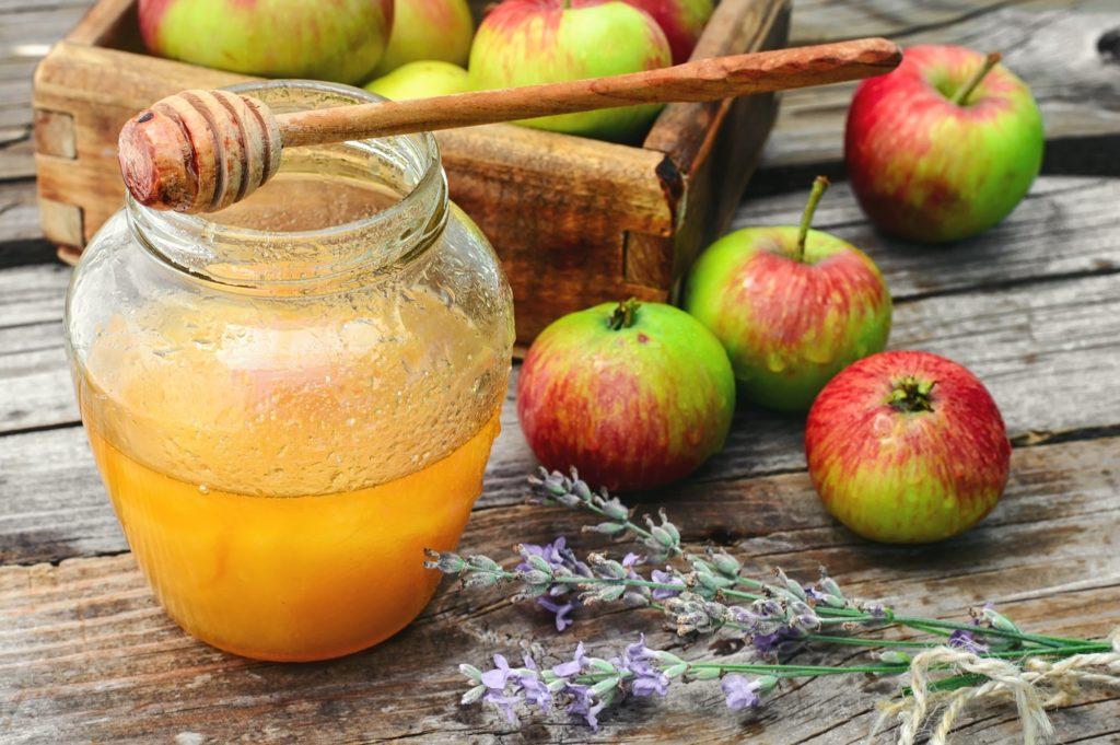 Among the best sweet alternatives is honey